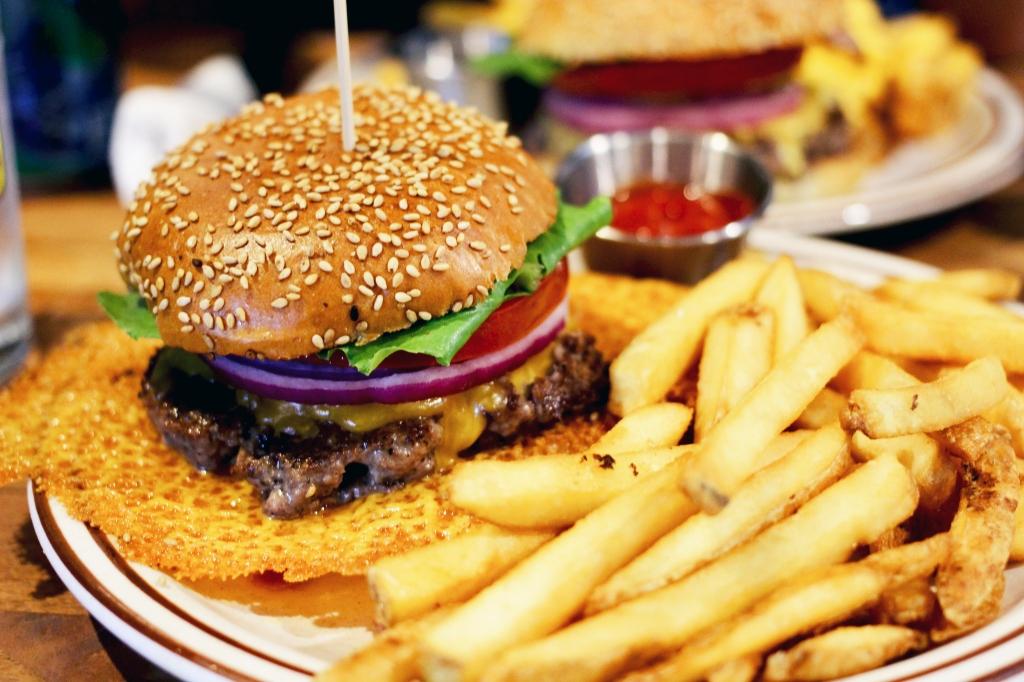 walksandwonder-brooklyn-the-burger-joint-seoul-001